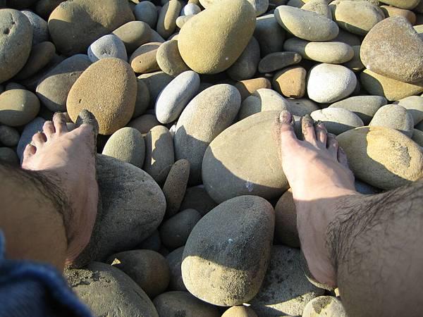 沾滿沙子的雙腳(默