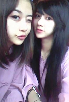雙胞胎姊妹花李秀彬(左)與李惠靜(右)