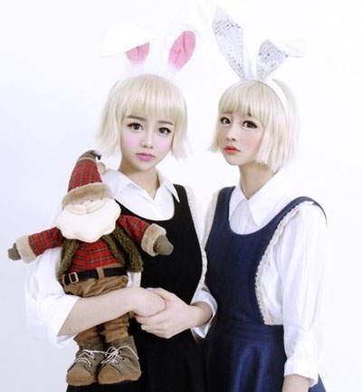 猜猜這雙胞胎姊妹中哪一位是妹妹李秀彬,哪位是姊姊李惠靜