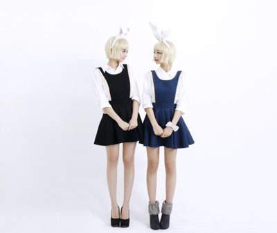 黑色衣服是:李秀彬(妹妹)、藍色衣服是:李惠靜(姊姊))