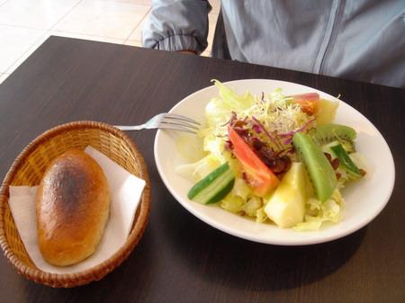 莎拉及麵包 (1) .JPG