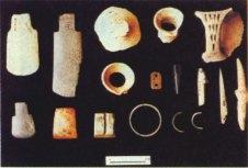 大坌坑文化的陶器碎片與復原圖