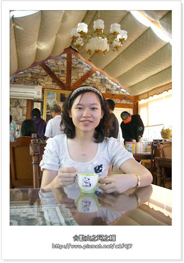 早餐廳裡喝咖啡
