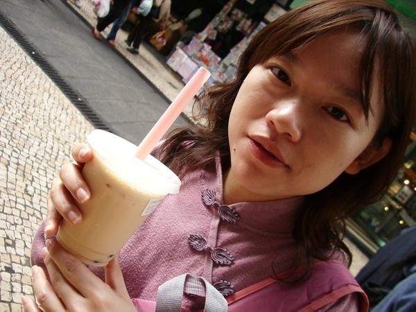 """珍奶口味像台灣的\\\\\\\""""杯樂\\\\\\\"""",小小一杯要價50元!@@"""