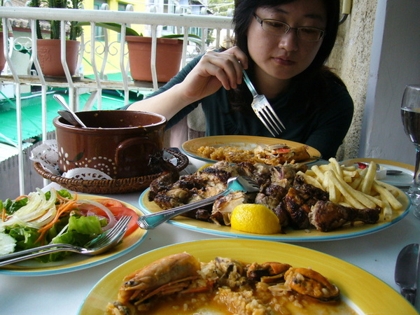滿桌的菜餚...是這次最豐盛好吃的一餐!!