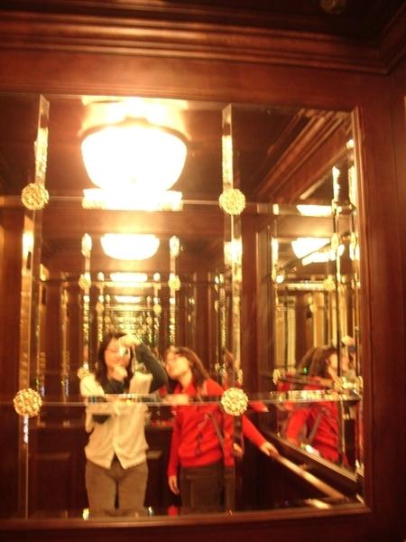 豪華電梯,升降速度快又穩不會搖晃
