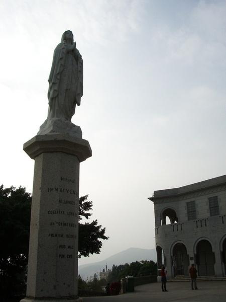 聖母朝著葡萄牙的方向