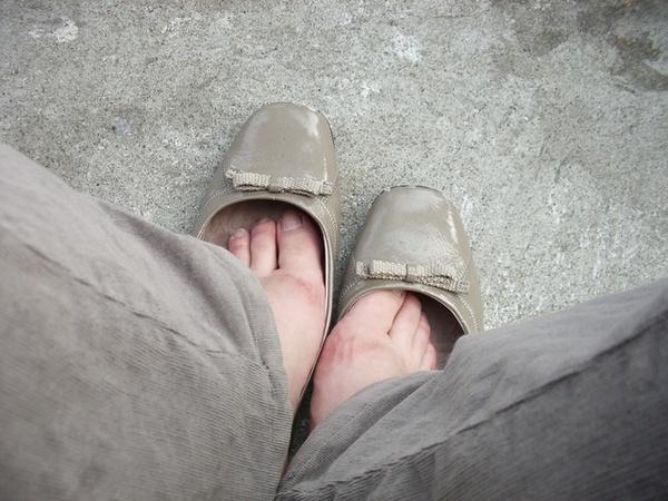 """腳走的好痛,都起水泡了...>\\\\\\\""""<"""