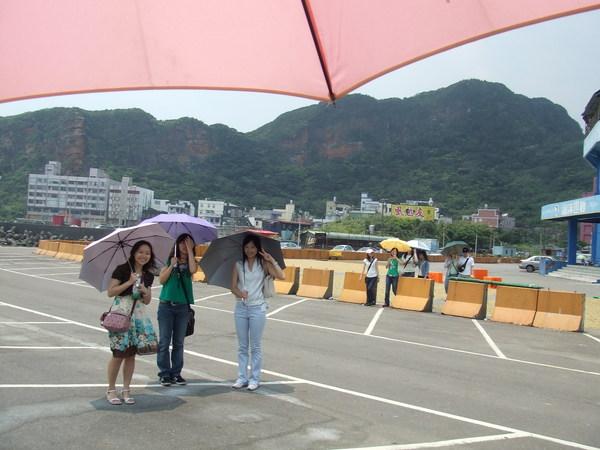 炎夏出遊的必備之物---陽傘XD