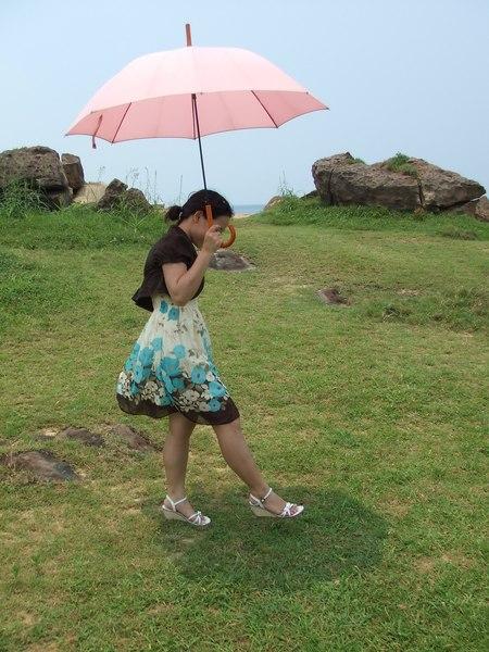 莫內名畫:撐傘的女人--真人版^^