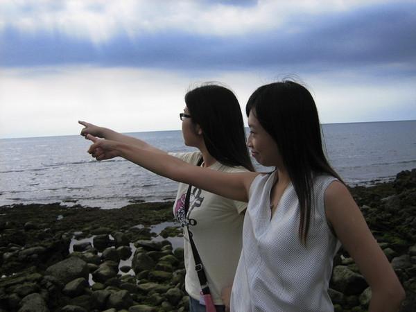 遠眺無邊碧海--藍色之上,有白雲悠悠~~