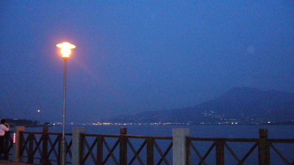 漁人碼頭對岸的觀音山傍晚風貌