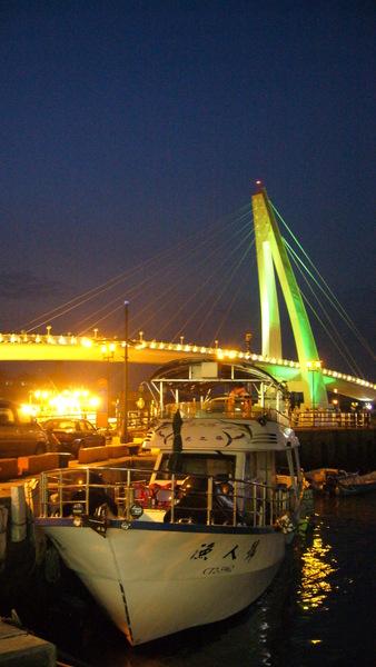情人橋前的漁船