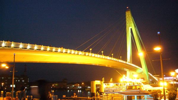 漁人碼頭的地標--情人橋2