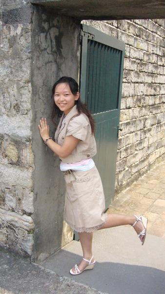 來張俏皮的貼牆門!!^^