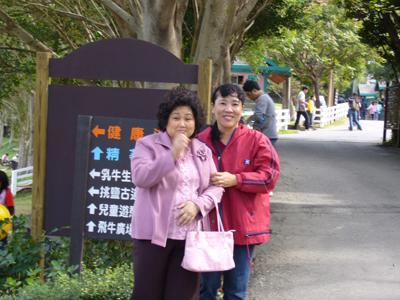 未來的親家母跟媽合照--媽那是什麼表情!?