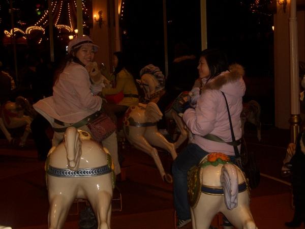 愛寶樂園-旋轉木馬--只玩這項遊樂設施...Orz