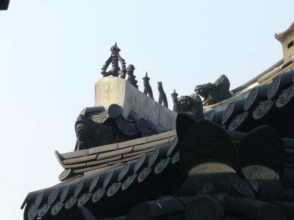 屋頂可愛的石雕