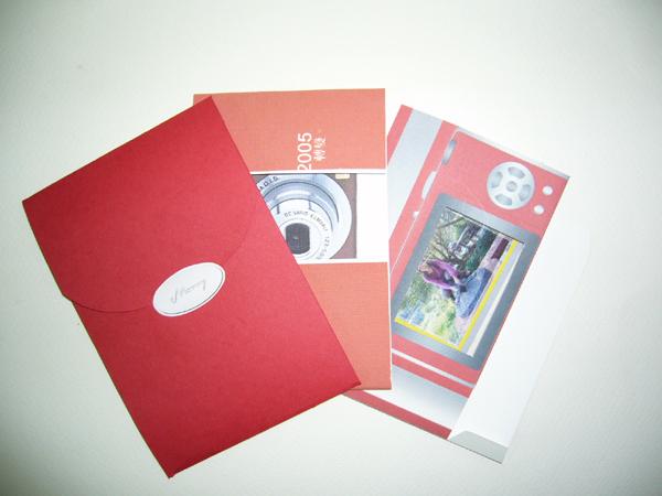 賀卡組包含:信封、卡片、立體相盒