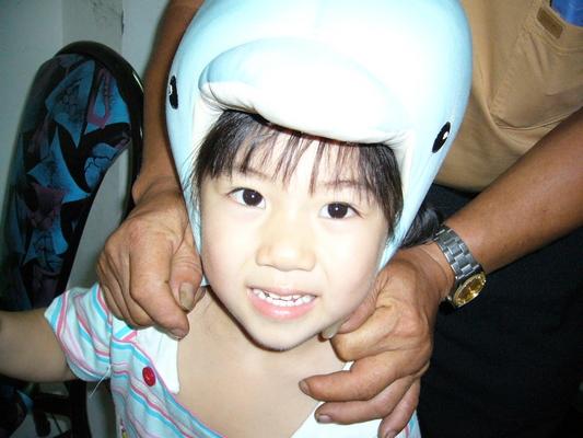 這不是鯨魚安全帽喔!是鯨魚娃娃啦!