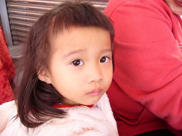 妹妹的眼睛大又圓