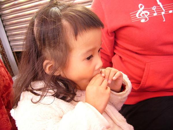 妹妹吃冰塊@@~不冰嗎!?
