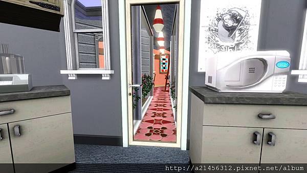 通往技能房的走道的門