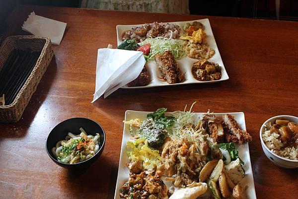 第一天吃的だいこんの花 小禄店,是個主打野菜吃到飽的餐廳,當然也有很多肉類~超好吃~~~~~~