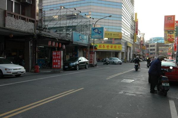豐原正市中心三民路透天金店面2.jpg