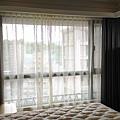 臥室-蛇型簾布+傳統紗簾