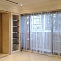 客廳-電動蛇型簾+傳統紗簾