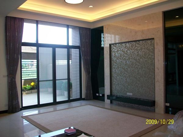 客廳窗簾與壁紙.JPG