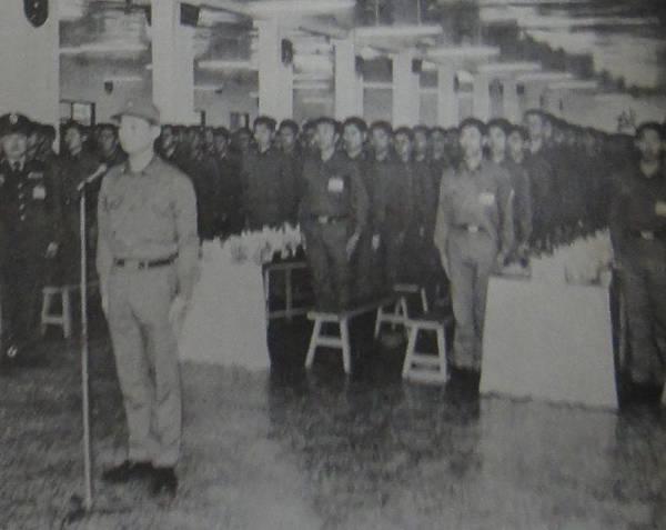 中國陸軍畫刊7001-5轉服預官結訓典禮