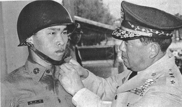 中國陸軍畫刊6906-5領士班結訓授階