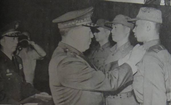 中國陸軍畫刊7001-4轉服預官授階