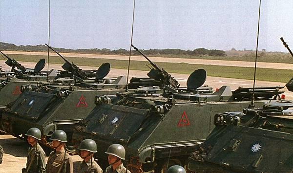 中華民國陸軍82年版-2 M113裝甲車.jpg