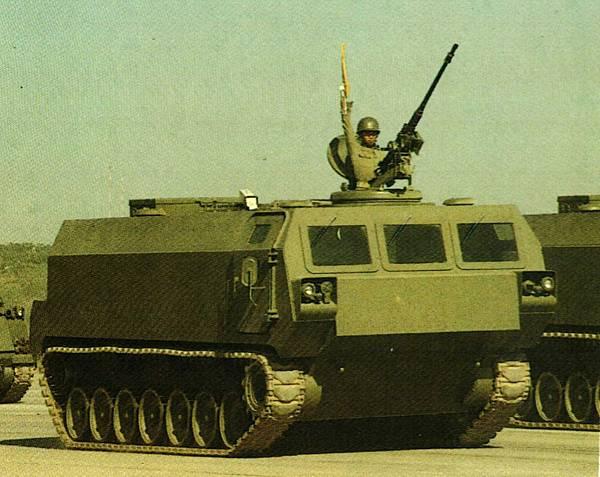中華民國陸軍82年版-3可能是CM24彈藥車.jpg