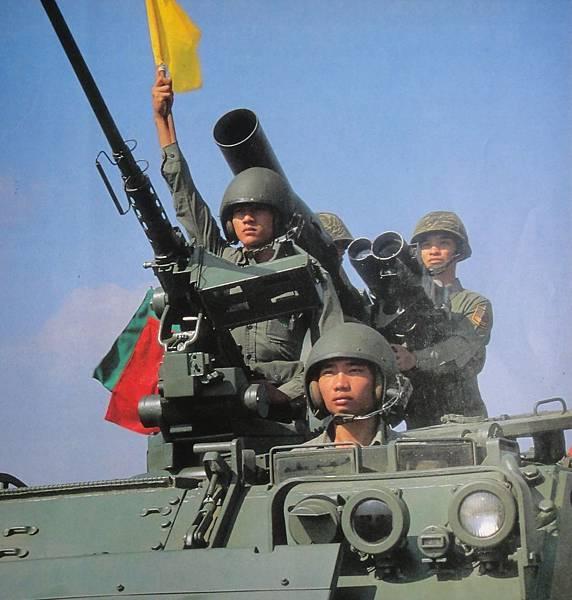 勝利之光8210-1 M113甲車