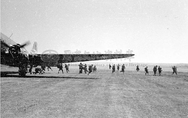 陸空演習傘兵18.35年12月