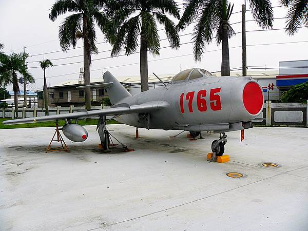 1024px-EX-PRCAF_MiG-15_1765_in_Military_Airplanes_Display_Area_20111015