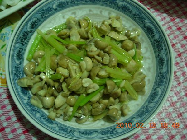 芹菜炒草菇