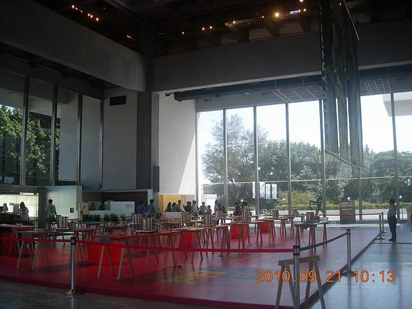 美術館大廳內.JPG