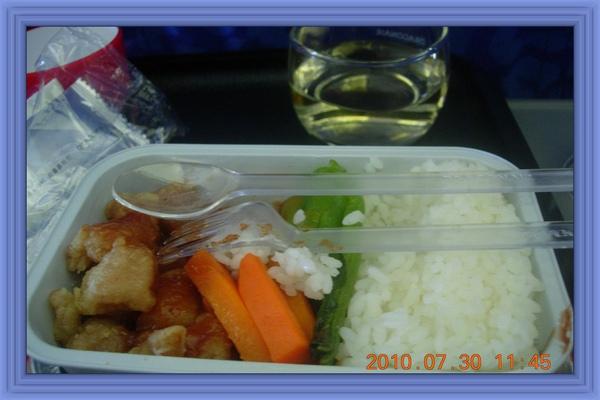 7.30港龍航空上的午餐.jpg