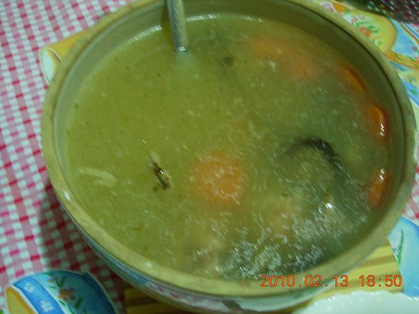 紅蘿蔔香菇排骨湯