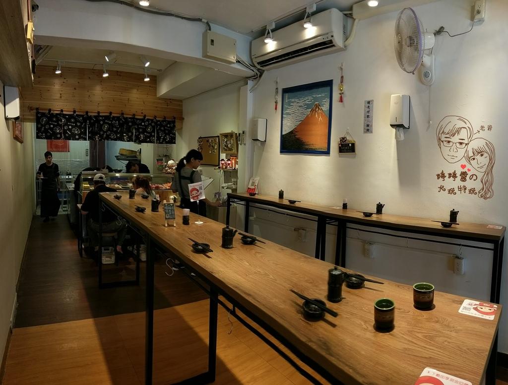 百魚鮮食屋店內環境立食吧台座位