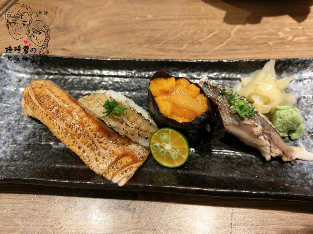 百魚鮮食屋炙燒鮭魚肚/比目魚鰭邊肉,加拿大海膽,炙燒北海道秋刀魚