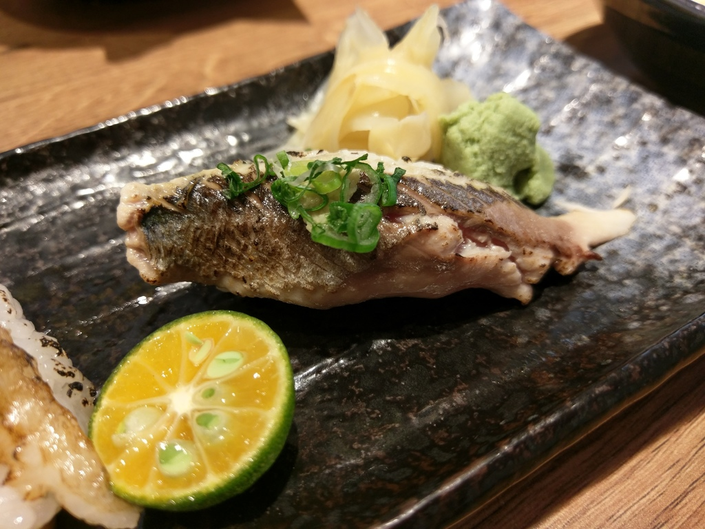 百魚鮮食屋炙燒北海道秋刀魚握壽司