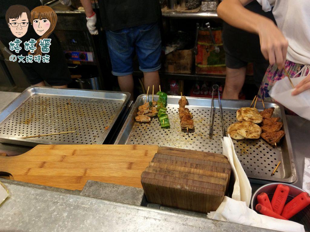 品都串燒攤炸物 質感木盤盛裝