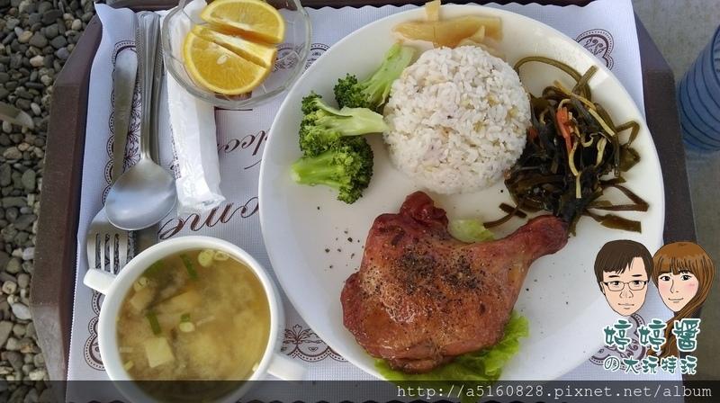 黃金咖啡海岸米蘭煙燻雞腿飯醬菜配菜沙拉湯品五穀飯