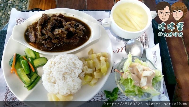 黃金咖啡海岸黑胡椒牛柳飯醬菜配菜沙拉湯品五穀飯